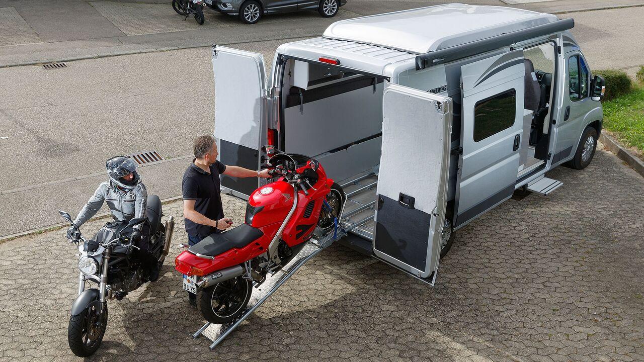 8 Campingbusse zum Motorradtransport (Übersicht 8
