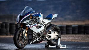 BMW HP4 Race.