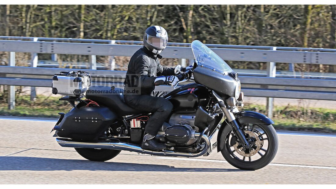 BMW-R1800-Tourer-Erlkoenig-169Gallery-c6d60542-1674230.jpg