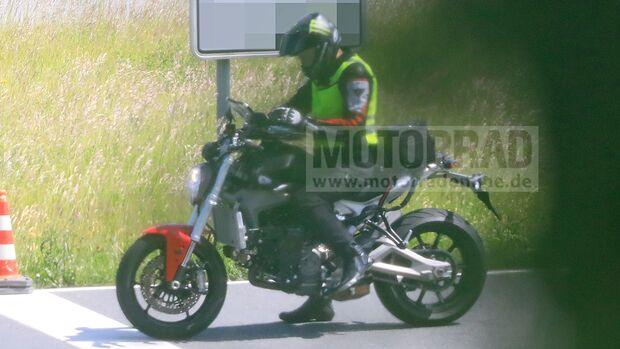 Ducati Monster (2021) als Erlkönig erwischt.