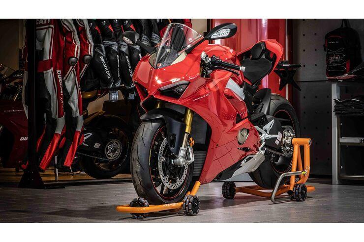 Dynamoto fahrbarer Motorradständer: Bike aufbocken und kreuz und quer rangieren