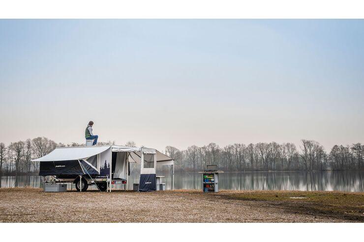Zwei neue Farfalla Faltcaravans für Motorradfahrer: Camping und Motorradtransport in einem