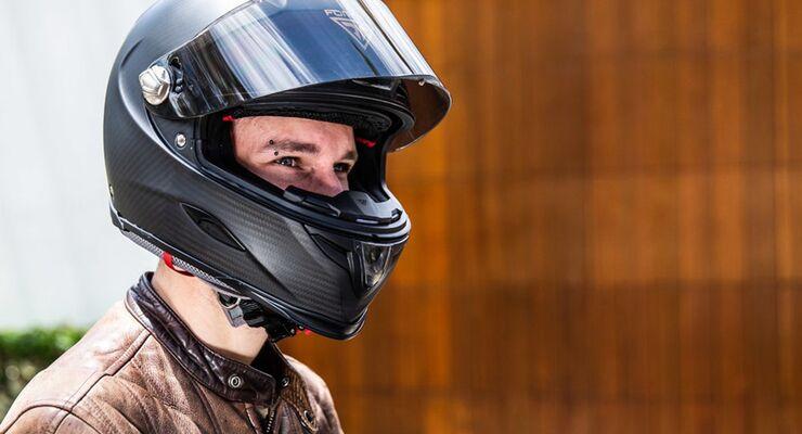 Forcite - smarter Motorradhelm aus Carbon.