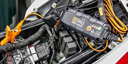 Hi-Q Tools PM1100 (Batterieladegerät).