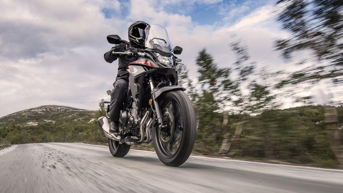Honda CB 400 X.