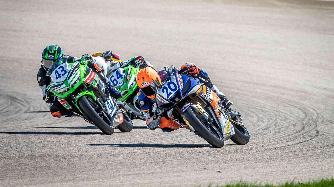 IDM Supersport 300 Khouri und van der Voort  Sachsenring 2020