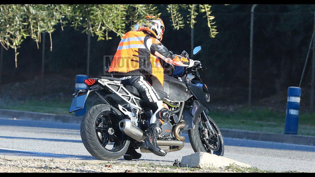 KTM-1290-Super-Duke-GT-Erlkoenig-169Gallery-ba425b72-1682196
