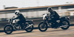 Kawasaki W 800 Cafe und Royal Enfield Continental 650 GT.