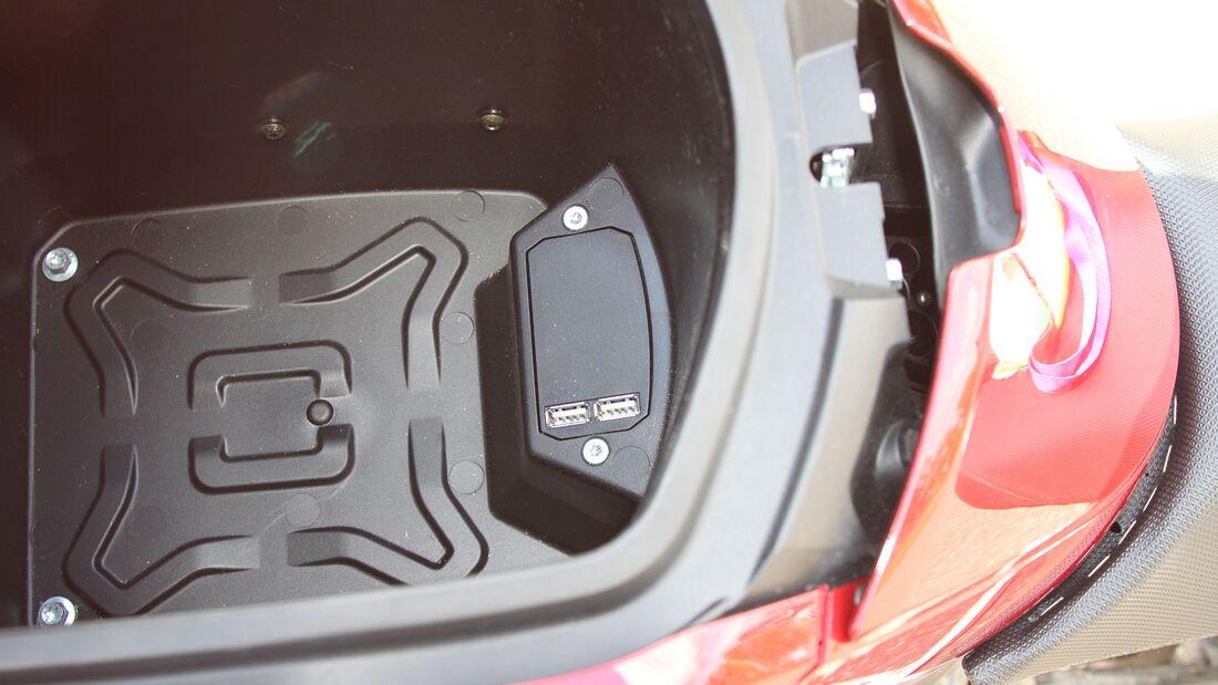 Ladebuchsen: USB-Buchsen gehören heute zum Standard. Übrigens: Die Motorabstimmung kann über eine Smartphone-App geändert werden.