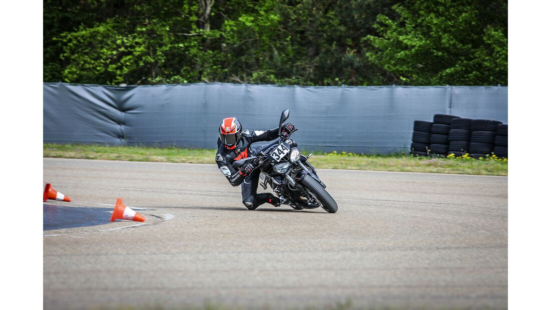 MOTORRAD action team Kurvenschule Fahrtraining Baden Airpark