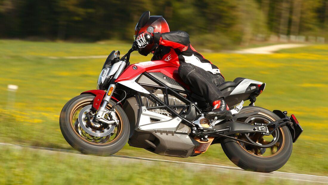 Mit der SR/F greift der amerikanische Hersteller Zero das Verbrenner-Establishment mit einem sportlichen Naked Bike auf Augenhöhe an.