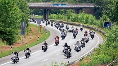 Motorrad-Demo, Fahren in der Gruppe