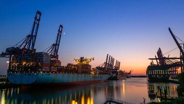 Motorrad Lieferung Container Containerschiff
