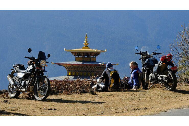 Motorradreise in Buthan: Skurrile Bräuche, gigantische Berge, raue Pisten