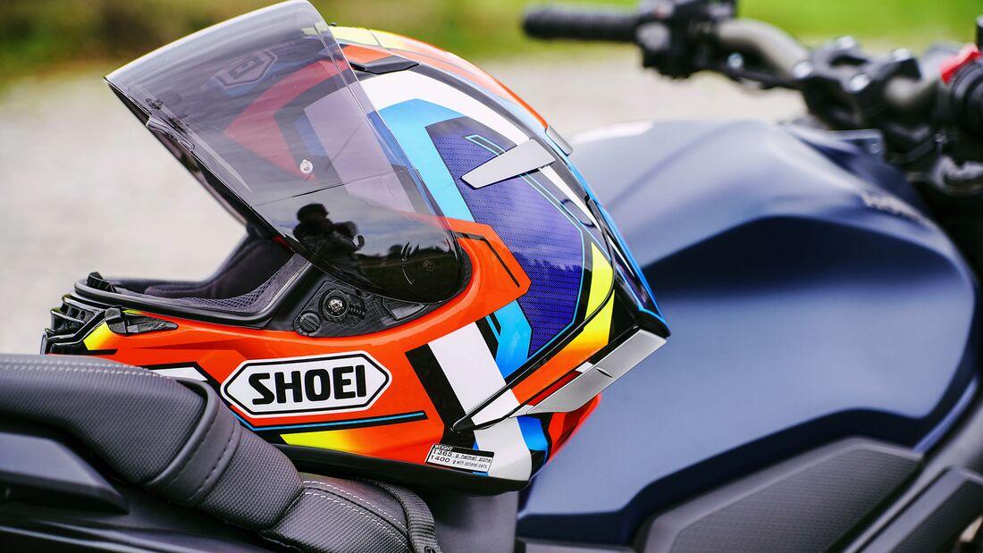 Shoei X-Spirit III mit selbsttönendem Visier