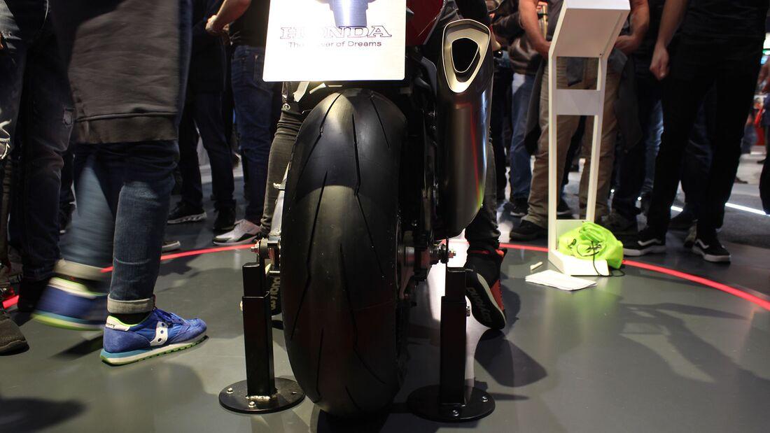 Sitzproben auf der EICMA 2019 Honda CBR 1000 RR-R Fireblade