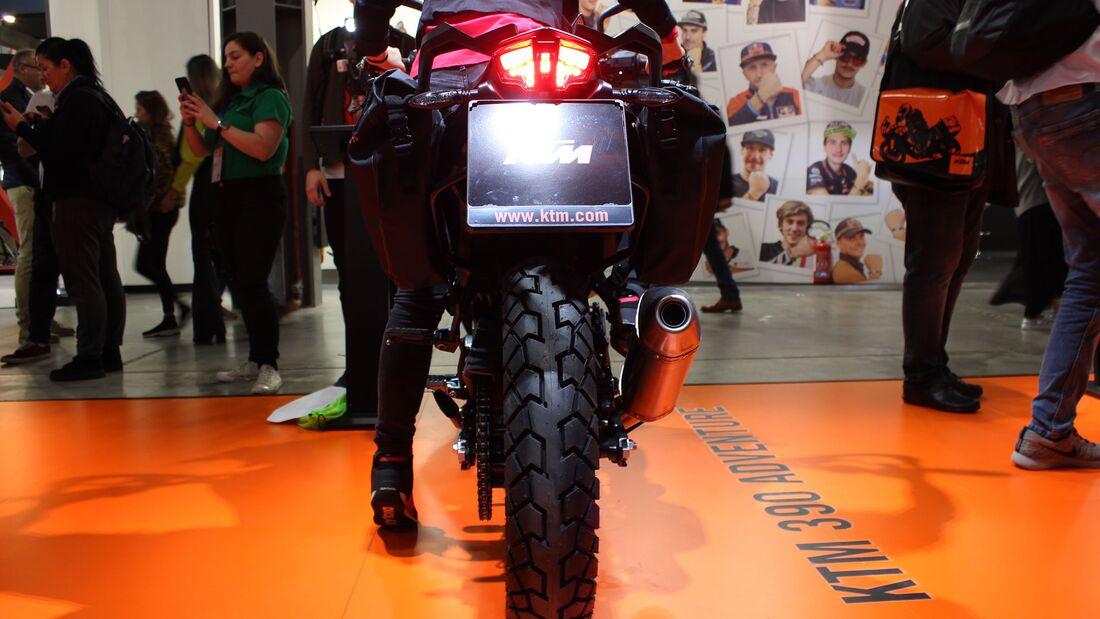 Sitzproben auf der EICMA 2019 KTM 390 Adventure