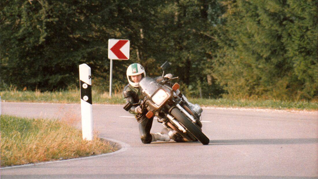 Suzuki GSX 1100 S Katana mit Stuntman Steinmacher