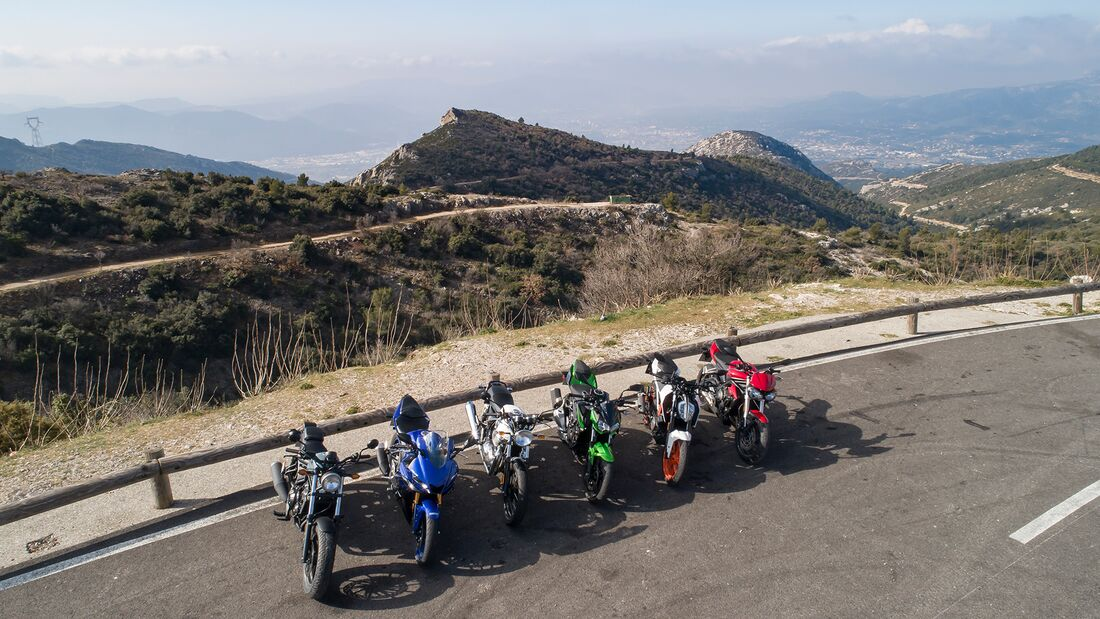 Vergleichstest: Kawasaki Z 400, KTM 390 Duke, Yamaha YZF-R3, Royal Enfield Continental GT 650, Triumph Street Triple S A2-Version, Honda CMX 500 Rebel