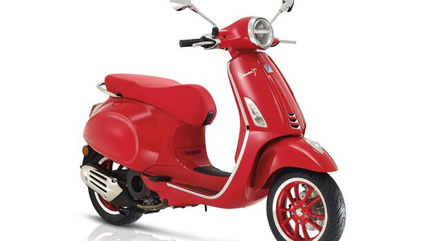 Vespa Primavera Red.