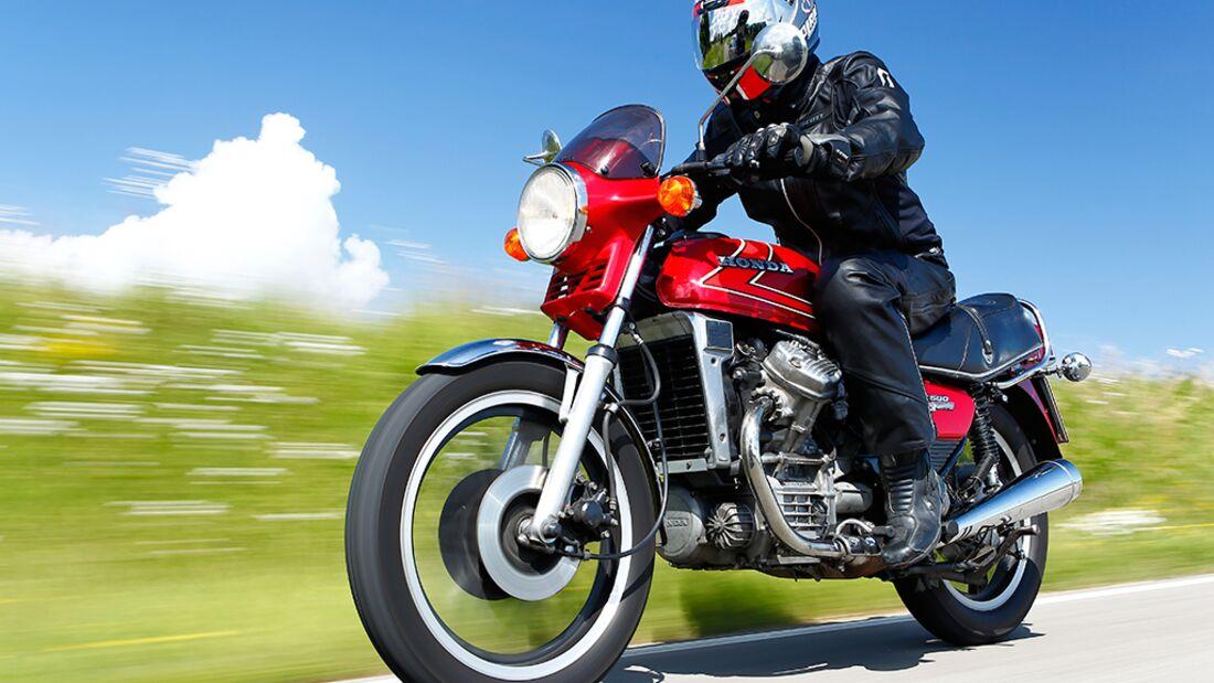 Yamaha SR 500 Tests & Fahrberichte, aktuelle