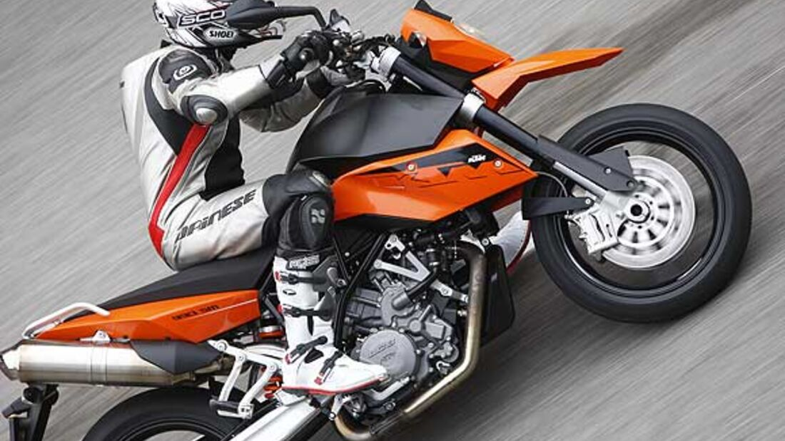 KTM 990 SM Supermoto Test : TOURENFAHRER ONLINE