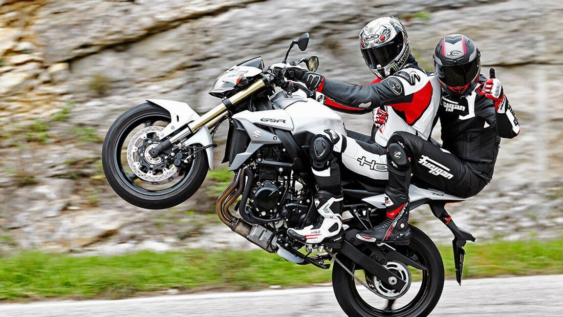 BMW F 800 R und Suzuki GSR 750 - Nakes Bikes im Test