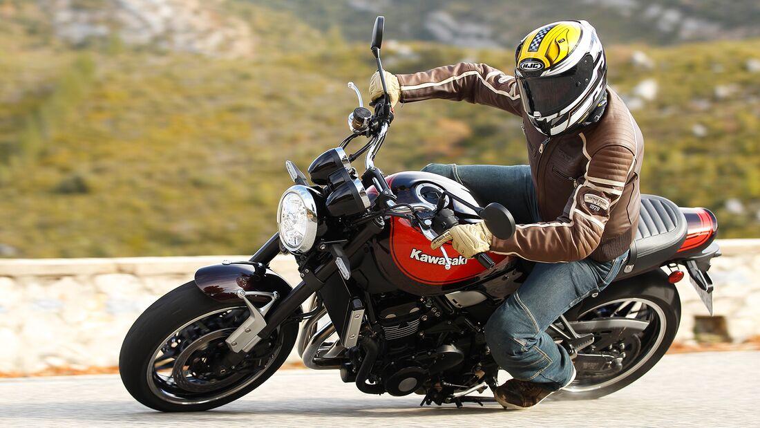Vergleichstest Retro-Bikes Kawasaki Z 900 RS und BMW R