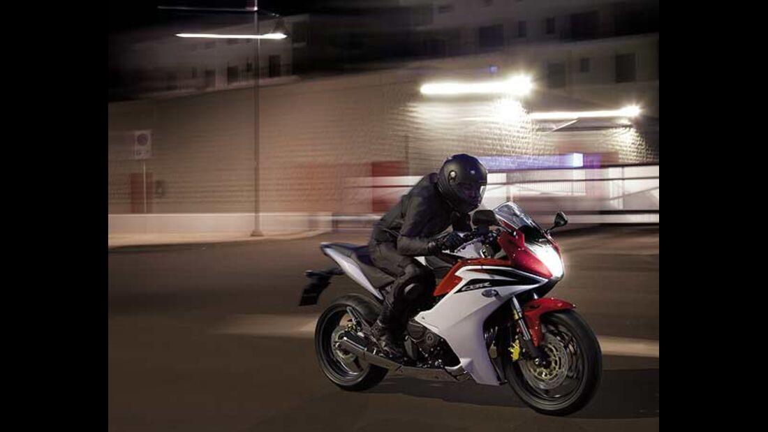 Honda Motorräder Hornet 900 Tests & Fahrberichte, aktuelle