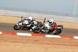 Vergleichstest Bmw S 1000 R Und Bmw S 1000 Rr Motorradonline De