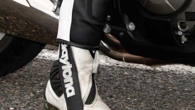 Test Lederkombis: Leder Einteiler von 600 bis 800 Euro